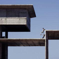 Advogado atuante, o libanês Serge Najjar aprimorou, nas horas vagas, uma forma particular de registrar a selva de concreto das cidades. Através das suas lentes, formas e sombras de prédios dão luz a imagens curiosas, que chegam até a beirar o impossível. Confira, clicando na foto, uma entrevista exclusiva com o fotógrafo!