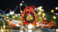 Chystejte se na Vánoce: Tyhle jedlé dárky můžete začít dělat už teď - Proženy Popcorn, Table Decorations, Furniture, Home Decor, Candy, Decoration Home, Room Decor, Home Furnishings, Home Interior Design