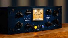 Tegeler Audio Manufaktur Schwerkraftmaschine: Edelkompressor mit motorisierten Potis - http://www.delamar.de/musik-equipment/tegeler-audio-manufaktur-schwerkraftmaschine-31637/?utm_source=Pinterest&utm_medium=post-id%2B31637&utm_campaign=autopost