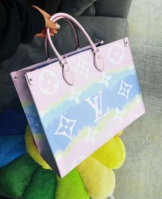 Luxury Purses, Luxury Bags, Luxury Handbags, Fashion Handbags, Fashion Bags, Fashion Fashion, Runway Fashion, Fashion Shoes, Fashion Trends