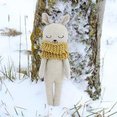 Little deer in the snow Stuffed Toys, Stuffed Animals, Handmade Dolls, Miniature Dolls, Art Dolls, Knits, Sewing Crafts, Needlework, Doll Clothes