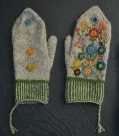 Wool Center - Frida& two-knit mittens Wool Center - Frida& two-knit mittens History of Knitting Wool spinning, weaving and stitching jobs such as BC. Felted Slippers Pattern, Knitted Mittens Pattern, Knitting Wool, Knit Mittens, Knitted Gloves, Hand Knitting, Knitting Patterns, Crochet Patterns, Crochet Yarn