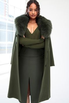 Cushnie et Ochs Resort 2019 collection, runway looks, beauty, models, and reviews.