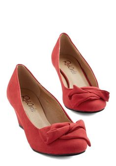 It's a Date! Wedge in Scarlet. Dinner with your sweetie or dessert with your bestie? #gold #prom #modcloth