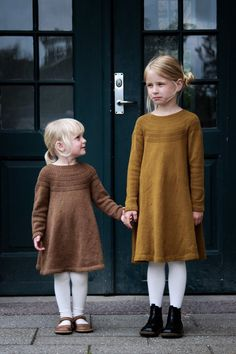Free knitting patterns for Autumn : love this child's wool dress for little girls knitting pattern by petite knits. click through to find out where to get the pattern as well as to discover lots of other free knitting pattern ideas for autumn Knitting For Kids, Baby Knitting Patterns, Knitting Designs, Free Knitting, Knitting Dress Pattern, Wool Dress, Knit Dress, Girls Knitted Dress, Little Girl Dresses