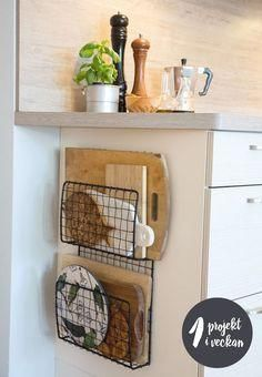 Home Decor For Small Spaces wire baskets for storage - chopping board holders.Home Decor For Small Spaces wire baskets for storage - chopping board holders Diy Kitchen Storage, Diy Kitchen Decor, Diy Home Decor, Smart Kitchen, Kitchen Cupboard, Small Kitchen Organization, Organization Ideas, Kitchen Storage Baskets, Minimal Kitchen