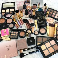 We are all aware of the fact that most women cannot live without make-up. Make-up helps us hide our imperfections and flaws, as we Makeup Goals, Makeup Kit, Skin Makeup, Makeup Brushes, Beauty Makeup, Makeup Inspo, Competition Makeup, Tattoo Machine Kits, Makeup Items