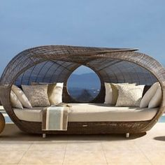 I want this sun bed! It's huge!