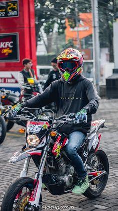 Motorcross Bike, Motocross Gear, Cool Dirt Bikes, Smoke Photography, Dirtbikes, Bike Life, Dream Cars, Mopeds, Guys