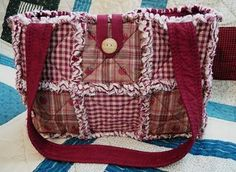 Love Love Love this version of the Rag Quilt Bag with the solid straps and lining. Click the link for the instructions. Quilted Purse Patterns, Rag Quilt Patterns, Quilt Square Patterns, Patchwork Bags, Quilted Bag, Rag Quilt Purse, Homemade Quilts, Diy Purse, Handmade Purses