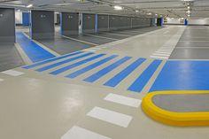 P-Hus Parkeringshus er blant de mest krevende type bygg der fugefrie gulvsystemer benyttes gjennom at belegget skal beskytte betongen, først og fremst mot saltholdig vann, samtidig som det selv blir utsatt for stor slitasje fra biler med piggdekk. Gjennom å kombinere produktene fra Sto med Barrikadeproduktene, kan Hesselberg Bygg tilby løsninger for alle typer parkeringshus og