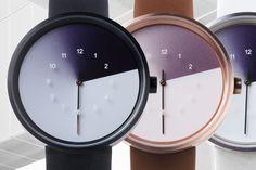 La première édition de ces trois montres « The Trio of Time« , a été imaginée pour changer notre perception des heures qui passent. Tel un acte de magie graphique conçu pour faire disparaître le temps avec le lent balayage de chaque heure qui passe. Elles sont le fruit de la collaboration entre le designer coréen Jiwoong Jung et d'Anicorn Watches, société basé à Hong Kong.  « Lors de la conception de la montre, je pensais à la façon de cacher naturellement le temps qui passe. Ma recherche…