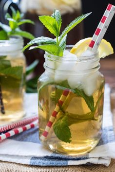 This sweet Mint Iced Tea recipe is a refreshing summer beverage you can make on the stove top or in an iced tea maker! Iced Tea Recipes, Easy Drink Recipes, Cocktail Recipes, Diet Recipes, Tea Mix Recipe, Mint Iced Tea, Homemade Iced Tea, Best Mixed Drinks, Iced Tea Maker