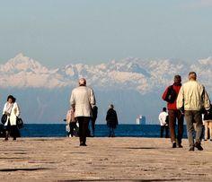 Le montagne imbiancate viste dal Molo...