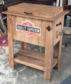 Pallet Cooler, Wood Cooler, Patio Cooler, Diy Cooler, Cooler Box, Homemade Furniture, Diy Pallet Furniture, Diy Furniture Projects, Outdoor Furniture