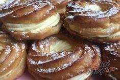 Luxusní vanilkové věnečky se šlehačkou polité čokoládovou polevou | NejRecept.cz Doughnut, French Toast, Breakfast, Desserts, Food, Morning Coffee, Tailgate Desserts, Deserts, Essen