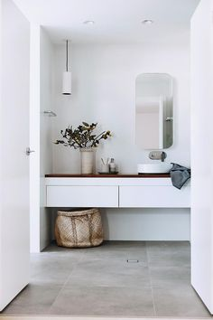 A Rifco 'Acqua' blackwood-topped vanity from Reece is the star feature of the ensuite. Bathroom Interior, Home Interior, Modern Bathroom, Small Bathroom, Reece Bathroom, Bathroom Canvas, White Bathrooms, Master Bathroom, Rooms Decoration