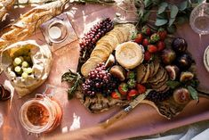 Indoor picnic tips, tricks & recipe ideas including cheese boards, finger foods, and batch drinks. Simple Cheese Platter, Easy Cheese, Cheese Platters, Beans Nutrition, Human Nutrition, Food Nutrition, Cucumber Nutrition, Broccoli Nutrition, Picnic Lunches