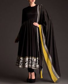 Jet Black Anarkali Suit with Floral Panel Black Anarkali, Silk Anarkali Suits, Simple Anarkali, Salwar Suits, India Fashion, Ethnic Fashion, Asian Fashion, Pakistani Dress Design, Pakistani Outfits