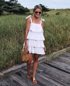 The Best 8 Tips On Clothes For Skinny Girls Are you having trouble figuring out what clothes fit better to a skinny girl like you? 8 tips will guide you through the best types of clothes. Summer Outfits, Cute Outfits, Summer Dresses, Love Fashion, Fashion Outfits, Skinny Girls, Tiered Dress, Mode Style, Pulls