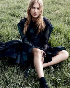 Laurie Julie Wears Soft Romanticism Lensed By Daniel Jackson For Vogue China September2015 - 3 Sensual Fashion Editorials | Art Exhibits - Women's Fashion & Lifestyle News From Anne of Carversville