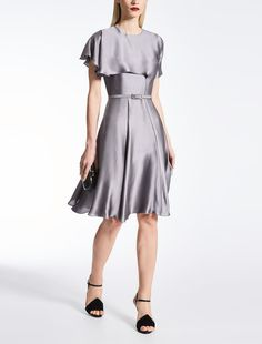 Enter the world of Max Mara: let yourself be won over by the elegance and hand-crafted quality of our collections. Purchase on-line or visit a boutique. Max Mara, A Boutique, Dresses For Work, Elegant, Collection, Fashion, Rosario, Classy, Moda
