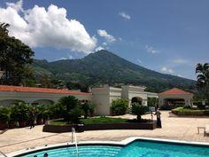 HOTEL CAMINO REAL y al fondo el Volcan de San Salvador,  El Salvador.