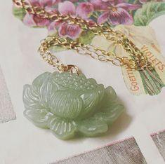 "37 tykkäystä, 9 kommenttia - SirpaKiljunen (@sirpakiljunen) Instagramissa: ""I'm trying to use my carved treasures 😀 #carved #carvedgemstone #green #lotus #flower #necklace…"""