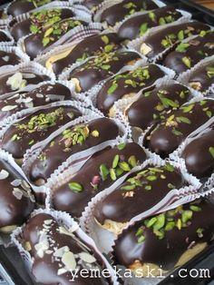 Ekler Pasta Chocolate Eclair Recipe, Chocolate Desserts, Profiteroles, Eclair Cake Recipes, Dessert Recipes, Homemade Eclairs Recipe, Pasta Cake, Recipe Mix, Turkish Recipes