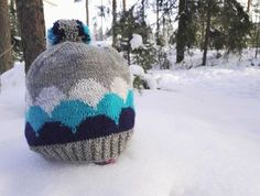 Pakkaspäivän jämälankaprojekti: Kumpupilvi-pipo - Starbox Mittens, Knitted Hats, Knit Crochet, Winter Hats, Beanie, Socks, Sewing, Knitting, Crocheting