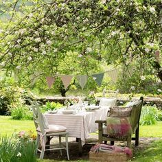 Eine solche Sitzecke im Garten hätte ich auch gern! Outdoor Rooms, Outdoor Dining, Outdoor Gardens, Outdoor Decor, Outdoor Seating, Booth Seating, Zen Gardens, Patio Dining, Garden Cottage