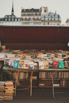 Si vous êtes à Paris, balladez-vous sur les quais et farfouillez dans les échoppes le long de la Seine. Vous trouverez de vieux livres (et moins vieux ;) ) mais aussi des affiches etc. Enfin plein de petites bonnes affaires qui font plaisir et c'est l'occasion d'une balade agréable ! (Les quais autour de l'île de la cité et de l'île St Louis sont les plus beaux, jusqu'à l'académie Française et le Pont des Arts je trouve)