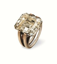 Hemmerle ring crafted out of diamond, bronze and gold, 2016. Price on request. Courtesy Hemmerle