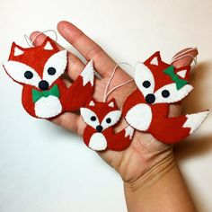 Free Sewing Pattern – Festive Fox Family Felt Ornament Pattern – Freedesigns.com