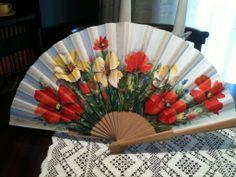 flors de colors Fancy Hands, Pretty Hands, Hand Held Fan, Hand Fans, Painted Fan, Fan Decoration, Parasol, Fabric Painting, Decoupage