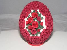 Quilled Easter Egg with link to quilled mini roses