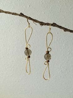 How to Make Wire Wrap Earrings One of the first wire wrapped pieces of jewelry I learned how to make were wire wrap earrings. These earrings are elegant, classy and totally customizeable. You can switch up the color of wire and the beads for a totally unique look. Check out my tutorial on how to …