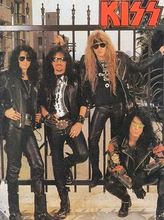 This is gonna be good Paul Stanley, Gene Simmons, Kiss Group, Hair Metal Bands, Kiss Images, Kiss Pictures, Kiss Me Love, Rock Family, Kiss Band