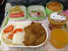 EVA airlines Hello Kitty flight meal