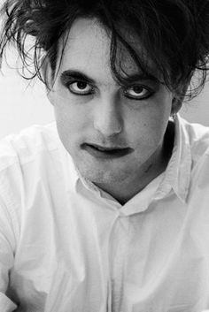 Robert Smith (The Cure) New Wave Music, Music Love, The Cure Band, Boys Keep Swinging, New Found Glory, Robert Smith The Cure, Let It All Go, Rock Hairstyles, I Robert