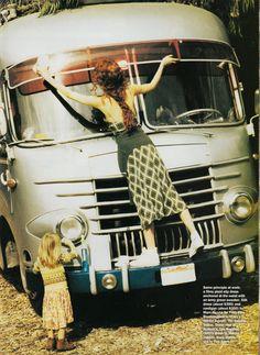 Ellen von Unwerth / Shalom Harlow / Vogue US, February 1993 Ellen Von Unwerth, Immy Waterhouse, Hippie Mom, Hippie Chic, Hippie Style, Bohemian Style, Boho Chic, Hope Lingerie, Alice Dellal