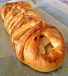 Pour passer un bon Pains, nous vous proposons une recette de Le pain tressé pomme/cannelle: . recette de cuisine, facile et rapide, par Les gourmands mediterraneens