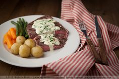 This blue cheese sauce recipe will convert even the most blue cheese-averse person. Best served with steak, chicken, pasta, vegetables and some seafood. Sauce Recipes, Gourmet Recipes, Cooking Recipes, Vegetarian Sauces, Blue Cheese Sauce, Hoisin Sauce, Sous Vide, Food Processor Recipes, Food And Drink