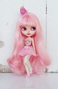 ⊱✿-✿⊰Blythe~~pretty in pink⊱✿-✿⊰ by Karolin Felix Pretty Dolls, Beautiful Dolls, Ooak Dolls, Blythe Dolls, Pink Doll, Pink Wig, Little Doll, Doll Repaint, Custom Dolls