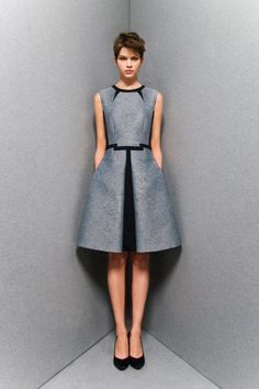 Sportmax Pre-Fall beautifully structured and tailored dress Cute Dresses, Beautiful Dresses, Short Dresses, Gorgeous Dress, Dress Skirt, Dress Up, Structured Dress, Fashion Show, Fashion Design