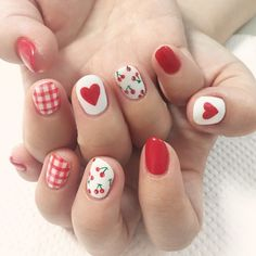 The advantage of the gel is that it allows you to enjoy your French manicure for a long time. There are four different ways to make a French manicure on gel nails. Trendy Nail Art, Cute Nail Art, Gel Nail Art, Pink Manicure, Diy Nails, Manicure Ideas, Nail Pink, Red Nail, Nail Art Cerise