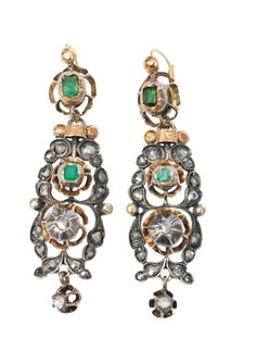 A pair of Baroque emerald diamond earpendants  Portugal, 18th cent. Silver, partly with gold. Ornamental earpendants with all together 4 small emeralds in Carrée and emerald cut