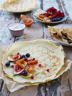 Jamie Oliver's easy pancake recipe is ideal for making elegantly thin crêpes. Delicious with fresh fruit, lemon and sugar; or try a savoury pancake with ham and cheese. Crepe Recipes, Egg Recipes, Cooking Recipes, Savory Pancakes, Pancakes And Waffles, Pancake Flavors, Pancake Recipes, Jamie Oliver Easy Pancakes, Pancake Day