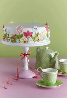 Cake decorating isn't quite as hard as it looks. Listed below are a couple of straightforward suggestions and tips to get your cake decorating job a win Gorgeous Cakes, Pretty Cakes, Amazing Cakes, Bolo Floral, Floral Cake, Pastel Floral, Fondant Cakes, Cupcake Cakes, Mothers Day Cake
