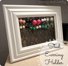 DIY/A picture frame & lace makes a cute & easy earring holder! Jewellery Storage, Jewellery Display, Jewelry Organization, Cute Crafts, Diy And Crafts, Arts And Crafts, Jewelry Holder, Earring Holders, Diy Jewelry